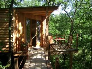 week end insolite en dordogne aquitaine dans une cabane. Black Bedroom Furniture Sets. Home Design Ideas