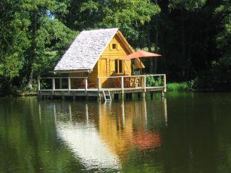 week end insolite cabane sur l 39 eau en bourgogne. Black Bedroom Furniture Sets. Home Design Ideas